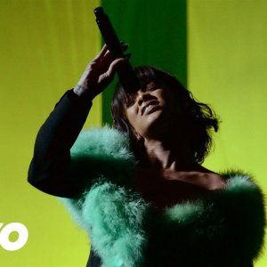 Rihanna – Love On The Brain (Live From the 2016 Billboard Music Awards)