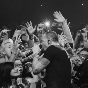 Crawling (One More Light Live) – Linkin Park